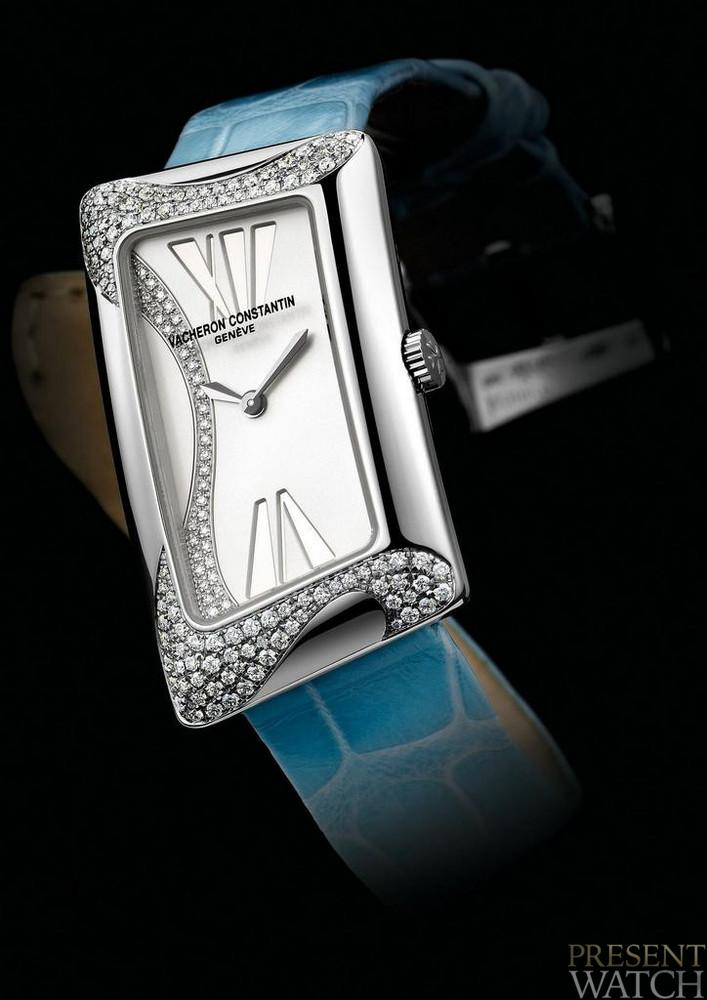 1972 CAMBREE HIGH JEWELLERY as a PRESENT
