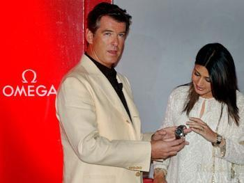 PIERCE BROSNAN LOVES SEAMASTER